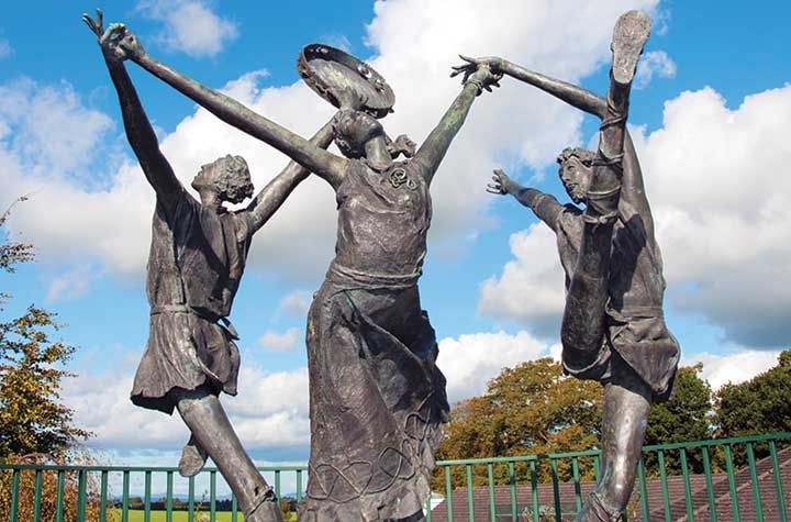 Children-of-Lir-Statue-Ennis_Ireland